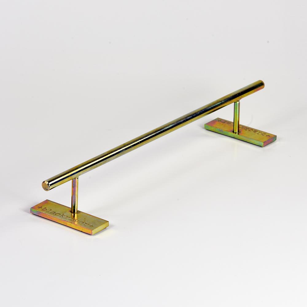 Round Blackriver Ramps Gold Fingerboard Iron Rail